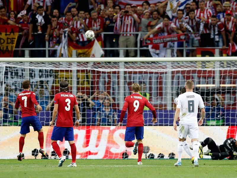 Atletico's Antoine Griezmann (left) hits the bar with a penalty during the Champions League final football match between Real Madrid and Atletico Madrid. (AP Photo)