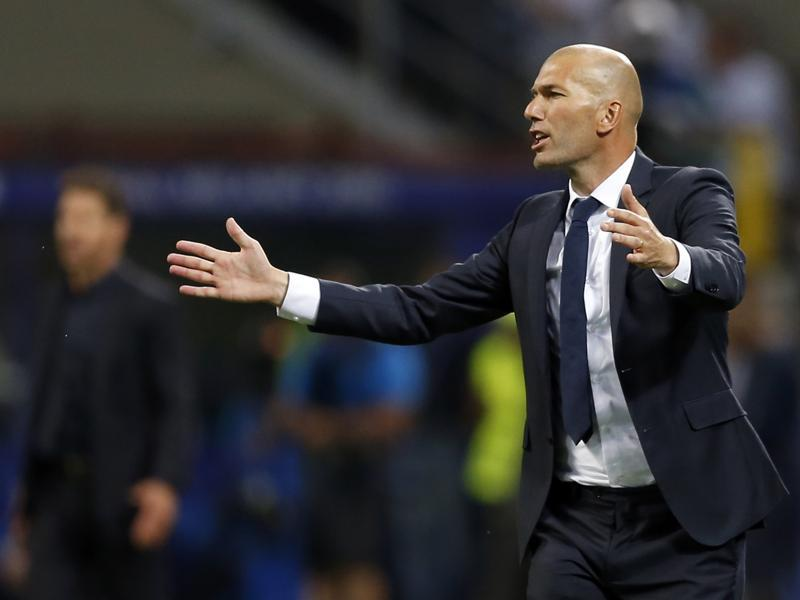 Real Madrid's head coach Zinedine Zidane gestures during the Champions League final football match between Real Madrid and Atletico Madrid. (AP Photo)