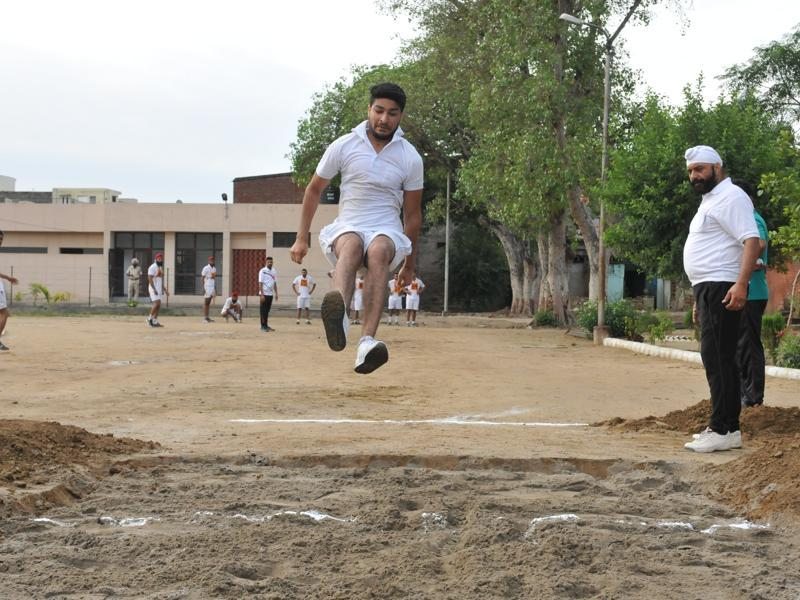 Aspiring cops proving their mettle in the field at a coaching camp organised by the Punjab Police.  (Pardeep Pandit/HT Photo)