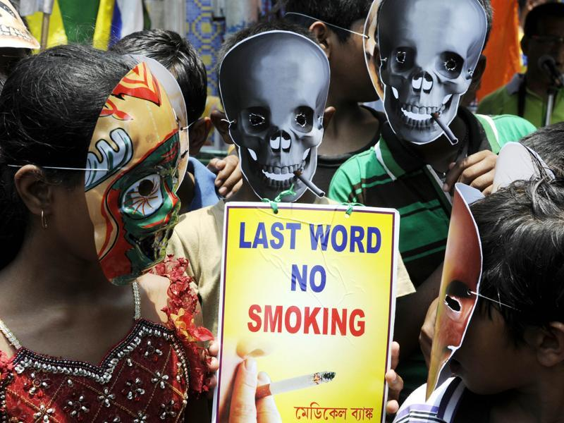 Most smokers' greatest wish is to put an end to the nasty habit. School students mark World No Tobacco Day 2016 in north Kolkata on Tuesday.  (Ashok Nath Dey/HT )