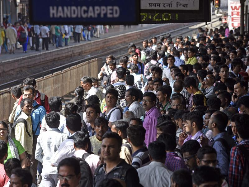 As a cascading effect of the derailment at Lower Parel the rush spilled on to Andheri station as well (Hindustan Times)