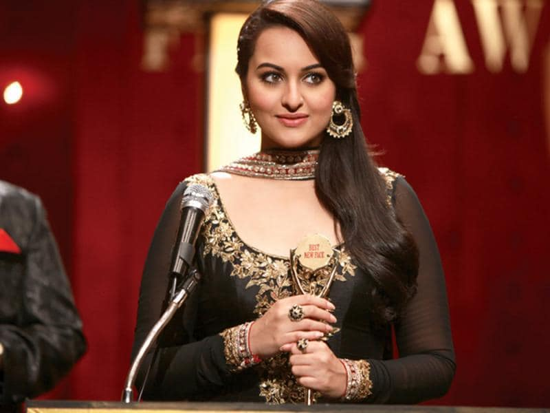 However, there are critics who think Sonakshi doesn't take up challenging roles.