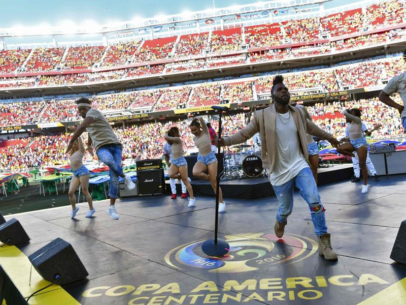 US singer-songwriter Jason Derulo performs during the opening ceremony of the Copa America Centenario football tournament. (AFP Photo)