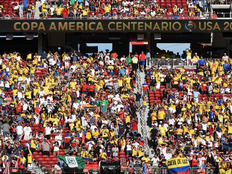 Football fans wait for the start of the Copa America Centenario football tournament match between Colombia and the USA. (AFP Photo)