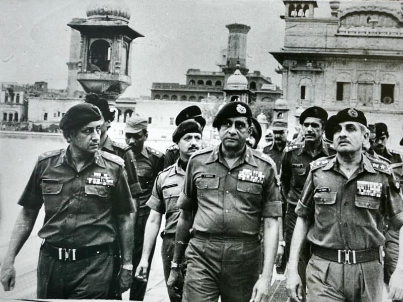 Senior army officers at the Golden Temple after the Operation Blue Star. (India Today Group/Getty Images)