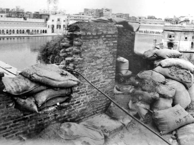 A double fortification on both sides of the 'parikarma' on top of Dukh Bhanjani Beri that covers the entrance and approaches to Shri Harminder Sahib. (File Photo/PIB photo division)