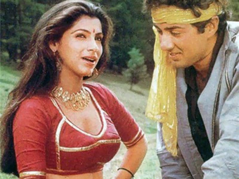 Sunny Deol and Dimple Kapadia were a sought after pair in late '80s. This is a still from Manzil Manzil (1984). (YouTube)