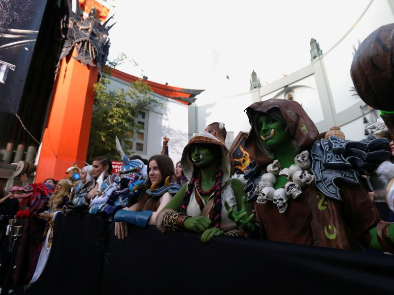 Cosplay enthusiasts queue up at the premiere of the Warcraft movie in Hollywood. (REUTERS)