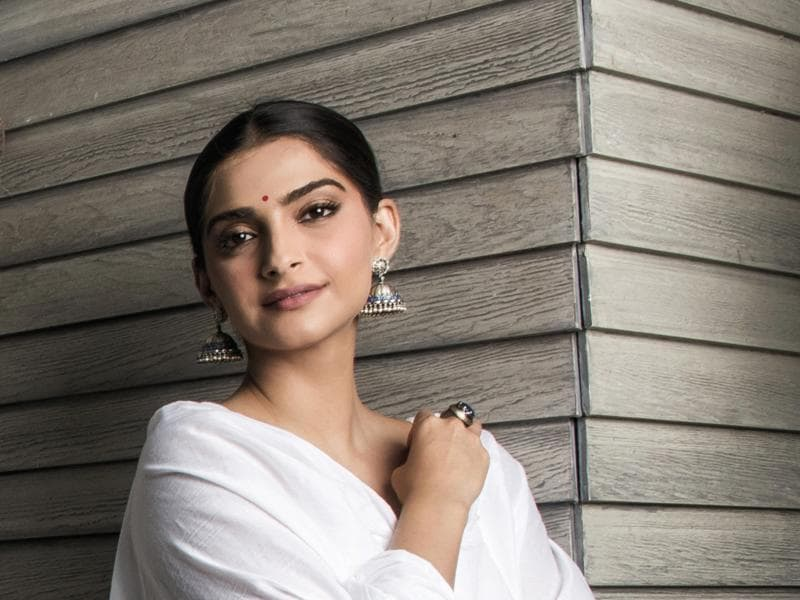 Sonam looks mighty fine.  And we love those jhumkas and bindi on her.  (Aalok Soni/HT Photo)