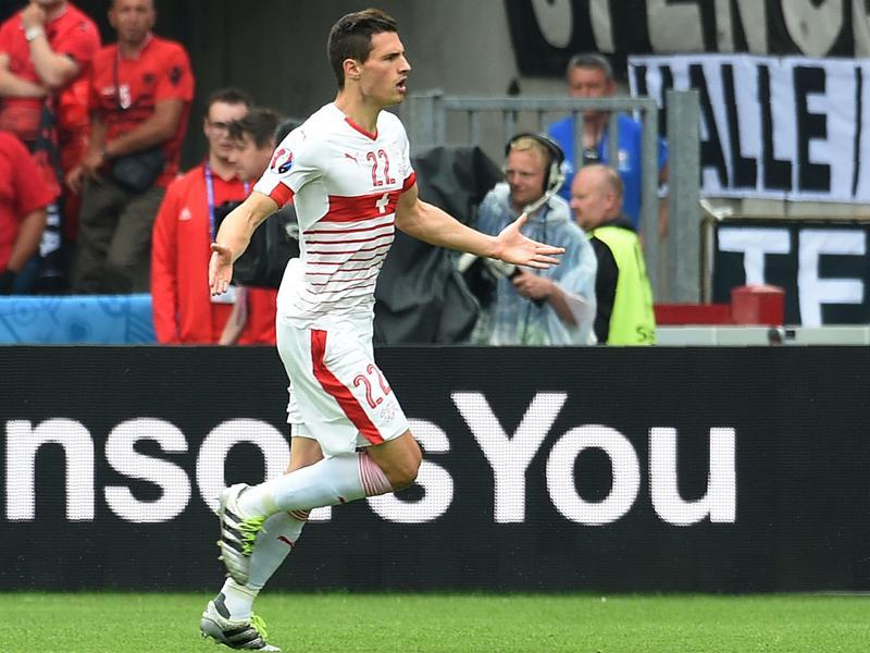 Switzerland's Fabian Schaer celebrates scoring the winning goal against Albania during the group A match at the Bollaert-Delelis Stadium in Lens on June 11, 2016. (AFP)