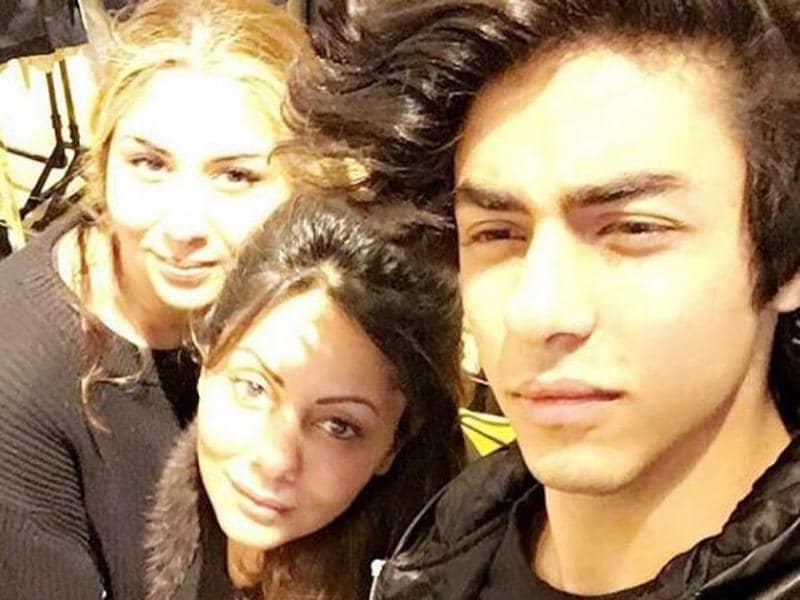 Mom Gauri is looking where? In the camera. Pretty blonde lady is looking where? In the camera. But Aryan? Where are your eyes at Aryan? (Instagram)