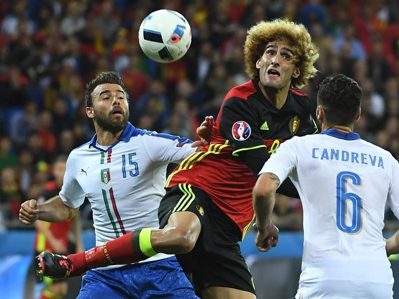 Belgium's midfielder Marouane Fellaini (C) vies with Italy's defender Andrea Barzagli (L) and Italy's midfielder Antonio Candreva. (AFP photo)