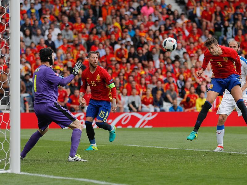 Pique heads in the winner past Czech 'keeper Petr Cech in the 87th minute. (AP)
