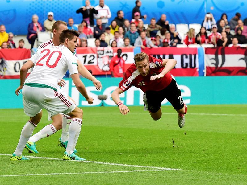 Austria's forward Marc Janko (right) vies with Hungary's defender Richard Guzmics (left) during the Euro 2016 group F football match between Hungary and Austria at the Matmut Atlantique stadium in Bordeaux. (AFP Photo)
