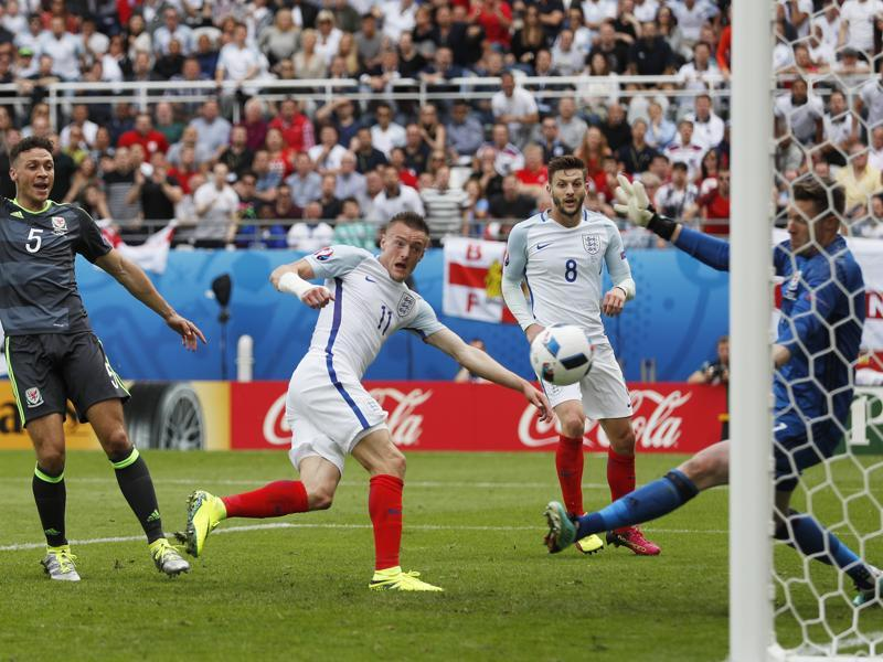 Jamie Vardy scores the equaliser for England. (REUTERS)