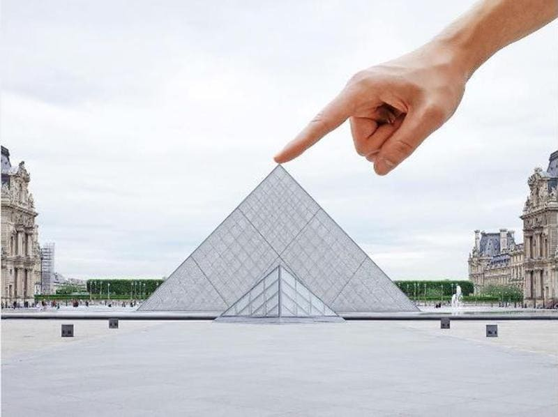 Everyone who has been to Musée du Louvre has done this.