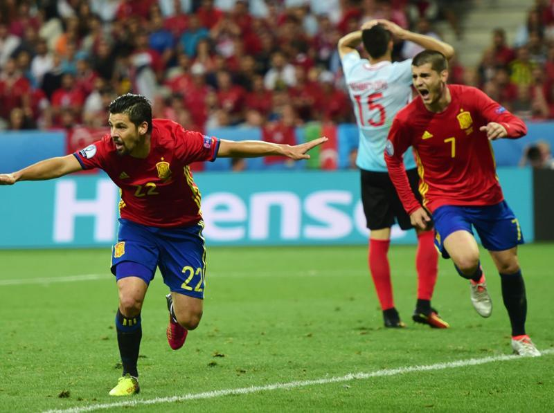 Spain's forward Nolito (L) celebrates after scoring during the Euro 2016 group D football match. (AFP photo)