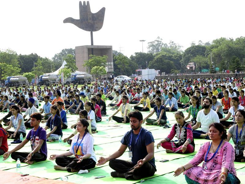 With preparations in full swing across Chandigarh,  a full dress rehearsal was carried out ahead of the International Yoga Day. (Keshav Singh/HT Photo)