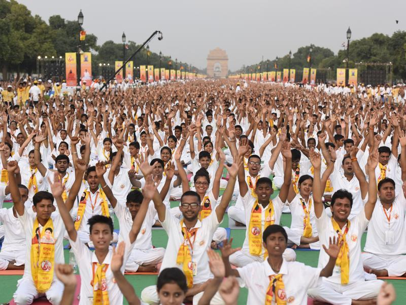 Thousands of volunteers are participating in the rehearsals in the build-up to the International Yoga Day event at Rajpath. (sonu mehta/ht photo)