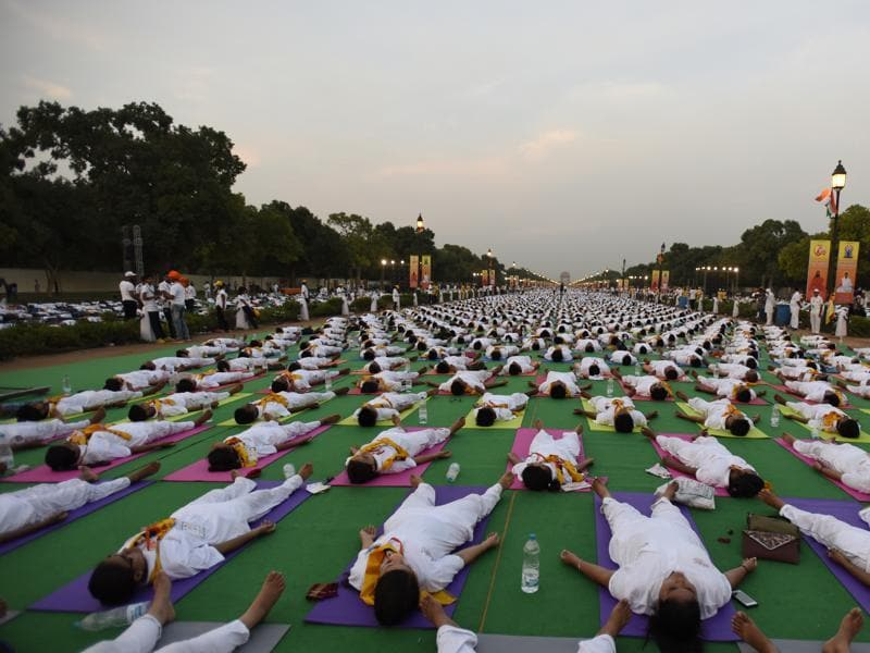 Participants perform yoga during a rehearsal for the upcoming International Yoga Day event at Rajpath. (sonu mehta/Ht photo)