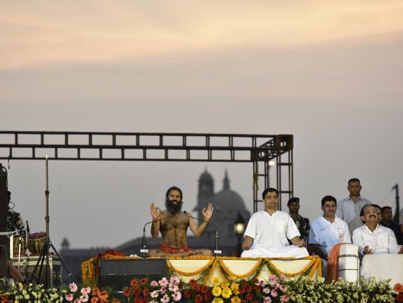 Ramdev, Acharya Balkrishna and Union minister Venkaiah Naidu practice yoga at Rajpath. (Virendra singh gosain/Ht photo)