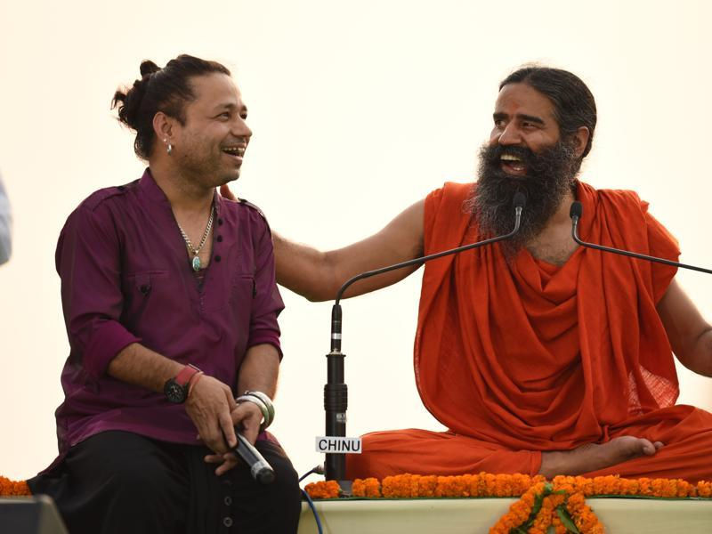 Ramdev interacts with singer Kailash Kher. (virendra singh gosain/ht photo)