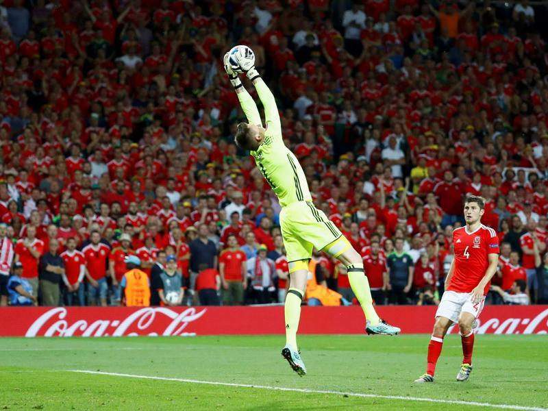 Wales' goalkeeper Wayne Hennessey makes a save during their Group B match against Russia.  (Reuters Photo)