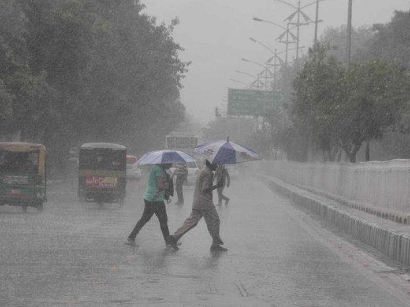 Some respite, some hassles on a rainy day in Ludhiana. (JS Grewal/HT)