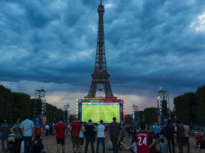 People watch the Euro 2016 group E football match between Sweden and Belgium on a giant screen at the fan zone near the Eiffel Tower in Paris. (AFP Photo)