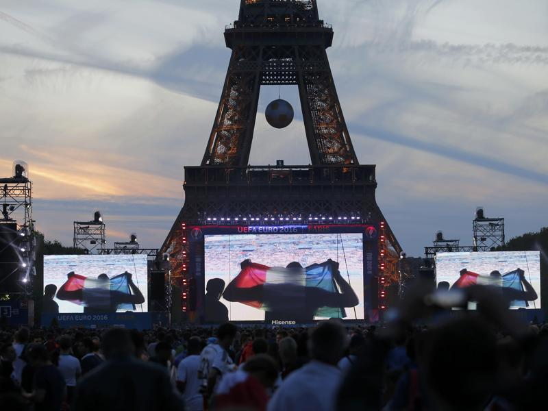 France fans gather to watch the Switzerland vs France Group A football match at the fan zone near the Eiffel Tower in Paris. (Reuters Photo)