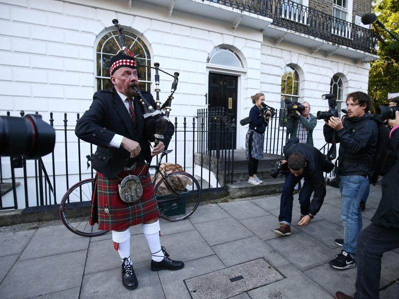 A Scottish bagpiper plays outside the house of former London Mayor and Vote Leave campaigner Boris Johnson in London. (AFP)