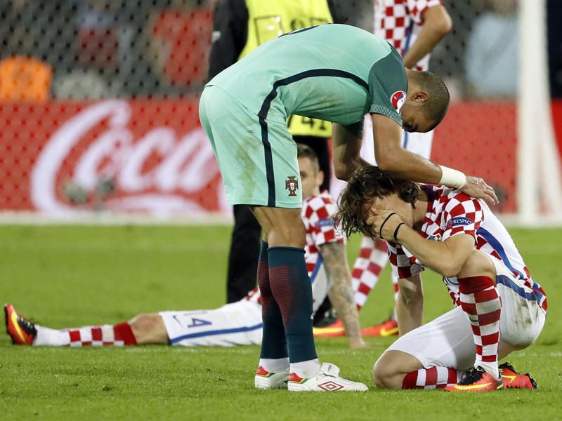 Croatia's Luka Modric is comforted by Portugal's Pepe after the game. (REUTERS)