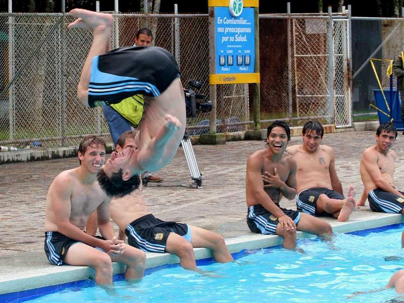 Lionel Messi flips into a pool during a relaxed practice of Argentina's Under-20 soccer team on Jan. 14, 2005 in Pereira, Colombia. (AP Photo)