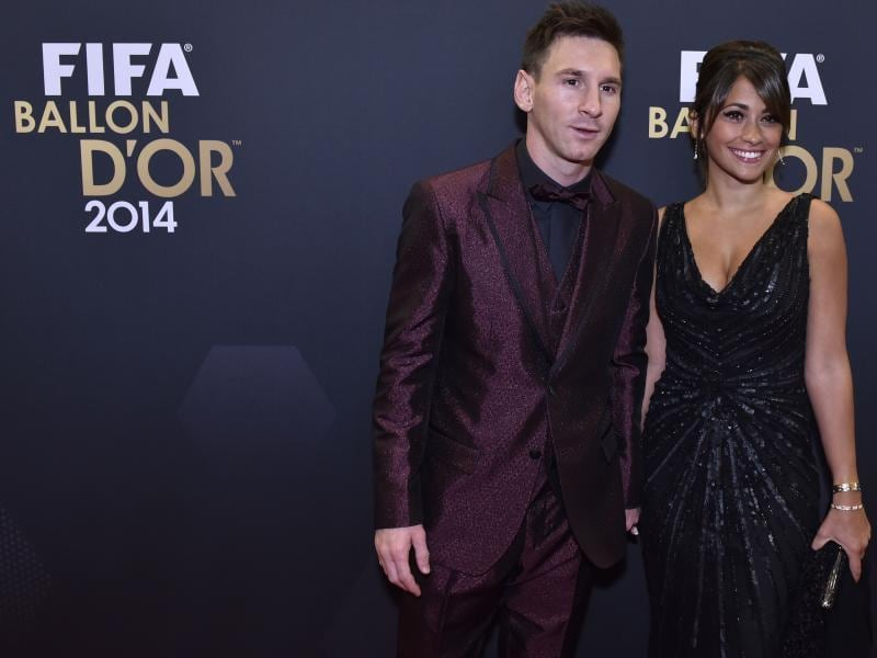 Barcelona and Argentina forward Lionel Messi (L) and his wife Argentinian model Antonella Roccuzzo during the red carpet ceremony ahead of the 2014 FIFA Ballon d'Or award ceremony at the Kongresshaus in Zurich on January 12, 2015.  (AFP Photo)