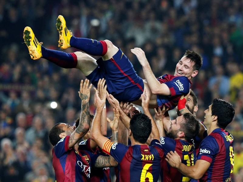 Barcelona's Lionel Messi celebrates his second goal with teammates during their Spanish first division soccer match against Sevilla at Nou Camp stadium in Barcelona November 22, 2014.  (REUTERS)
