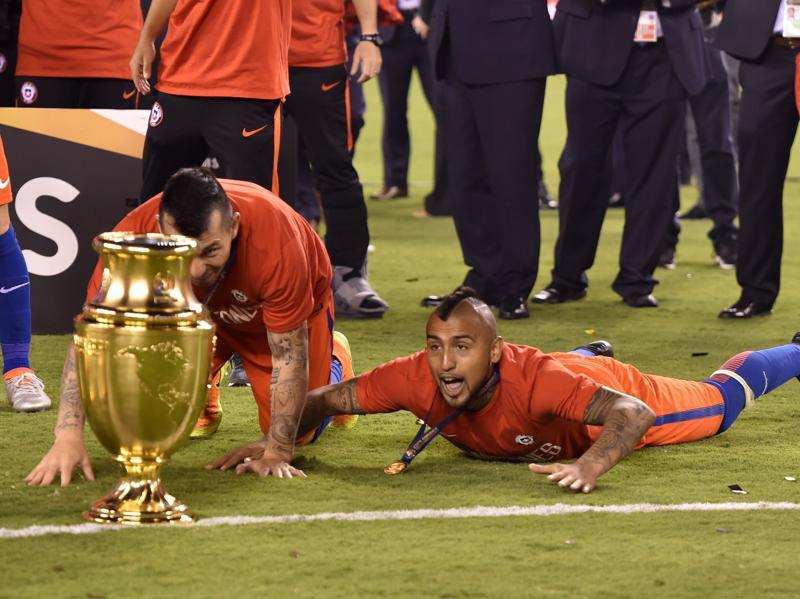 Chile's Gary Medel (L) and Arturo Vidal celebrate with the trophy. (AFP)