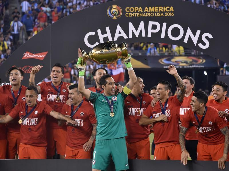 Chile's captain, goalkeeper Claudio Bravo, holds the trophy after winning the Copa America Centenario by defeating Argentina in the penalty shootout in East Rutherford, New Jersey, on June 26, 2016. (AFP)