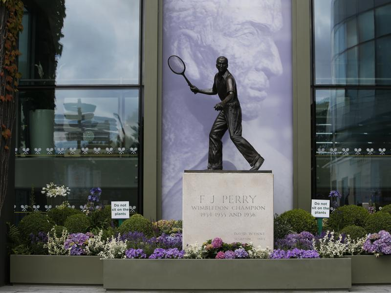 A statue of Fred Perry, the last Englishman to have won Wimbledon, in 1936, before Andy Murray's 2013 win broke the streak, in the grounds. (REUTERS)