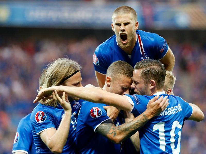 Iceland's Ragnar Sigurdsson celebrates scoring their first goal . (REUTERS  PHOTO)