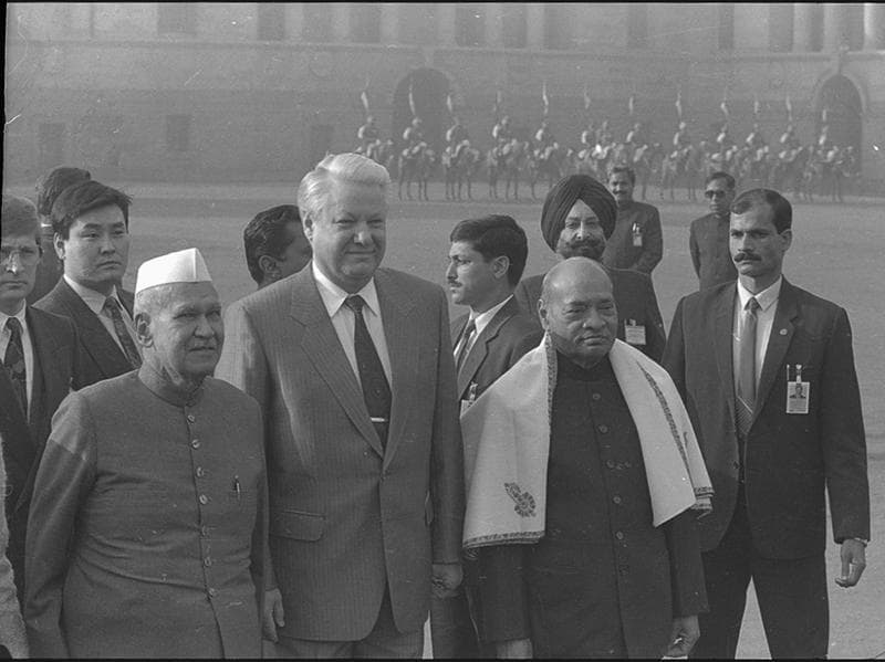 Rao served his term from 1991 to 1996 – a time of great political and economic upheaval for the country. Globally, the world was recovering from the frostiness of cold war relations. Rao receives Russian President, Boris Yelstin, who was on a state visit to India in 1993.  (Virendra Prabhakar/HT Photo)