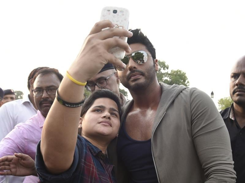 Arjun Kapoor takes a selfie with a fan during the Road Safety Awareness Campaign at India Gate.  (Photo by Sonu Mehta/ Hindustan Times)