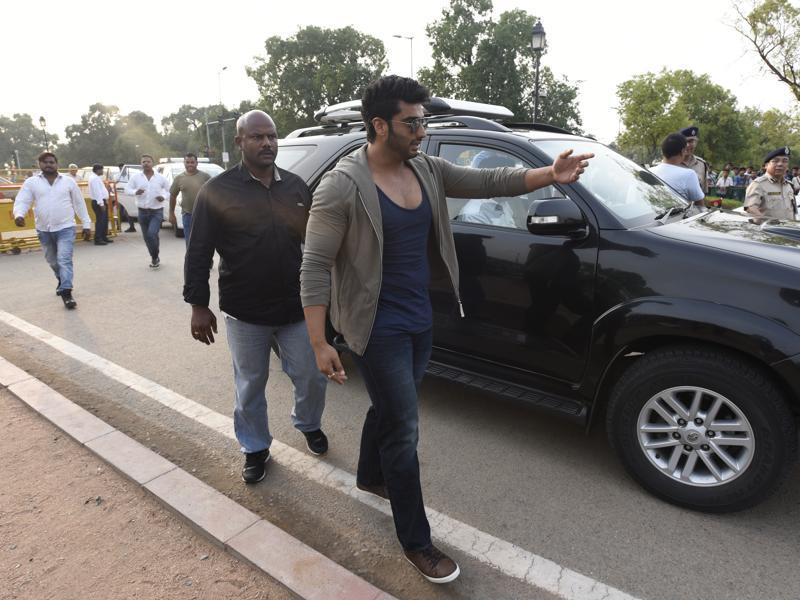 Arjun Kapoor arrives during the Road Safety Awareness Campaign organised by Delhi Police at India Gate in New Delhi.  (Photo by Sonu Mehta/ Hindustan Times)