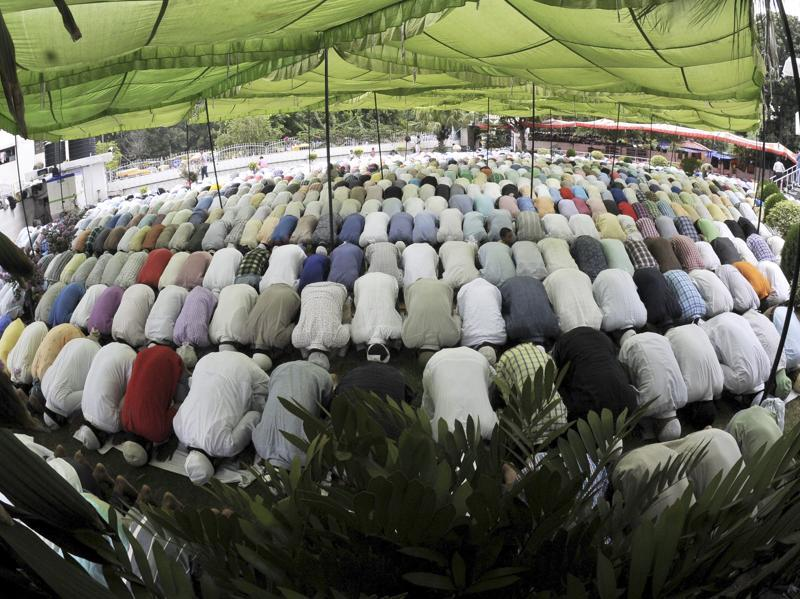 "Chandigarh, India July 01 : Muslims offering Namaz at a Jama Masjid in sector 21 Chandigarh on last Friday of holy month of ""Ramzan"" at Sector 45 in Chandigarh. Photo by Ravi Kumar/Hindustan Times"