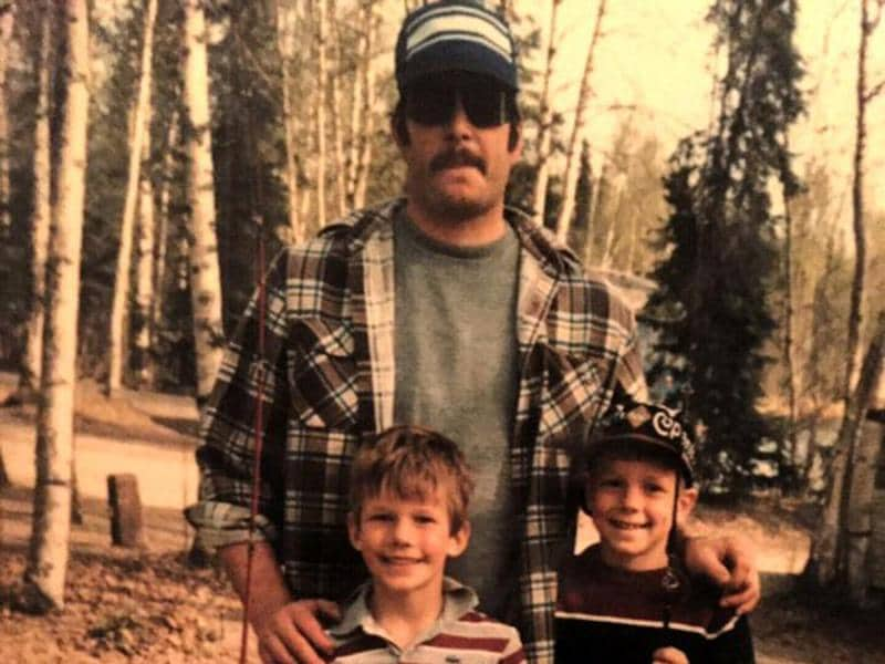 Chris Pratt with his dad. Pratt posted this image with a touching message about his childhood. (Twitter)