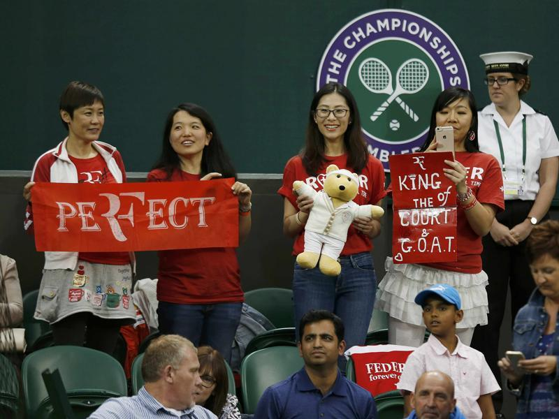 Roger Federer fans hold signs during his match against Great Britain's Daniel Evans. (Reuters Photo)