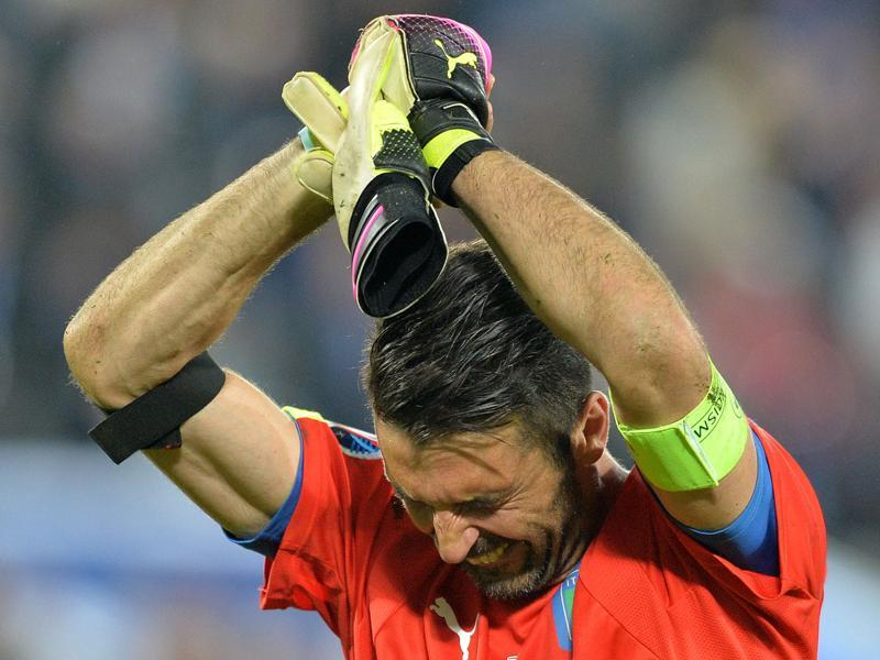 Italy's goalkeeper Gianluigi Buffon acknowledges the crowds after Italy lost in the penalty shootout to Germany. (AFP Photo)