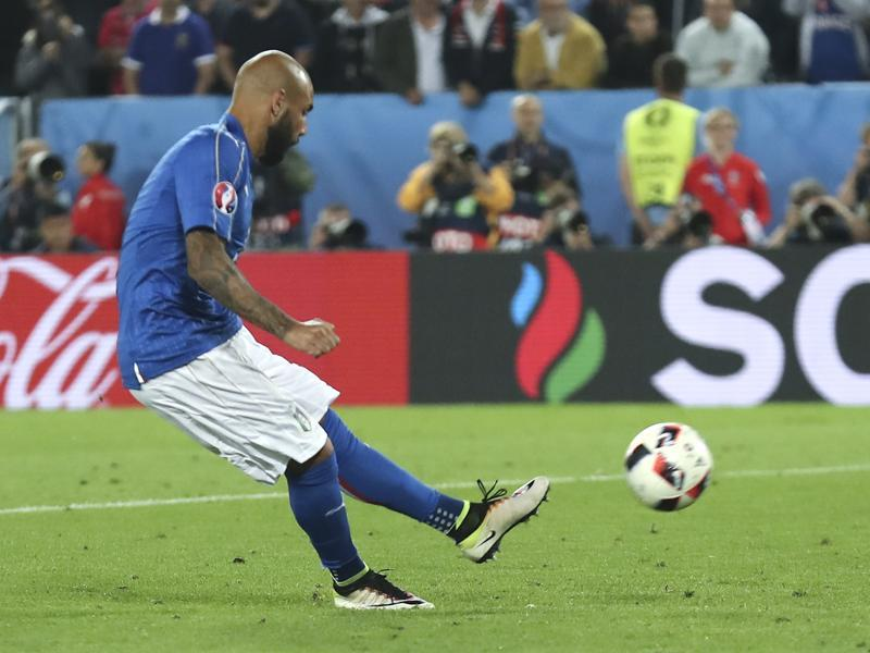 Italy's Simone Zaza misses a penalty during the Euro 2016 quarterfinal football match against Germany.  (AP Photo)