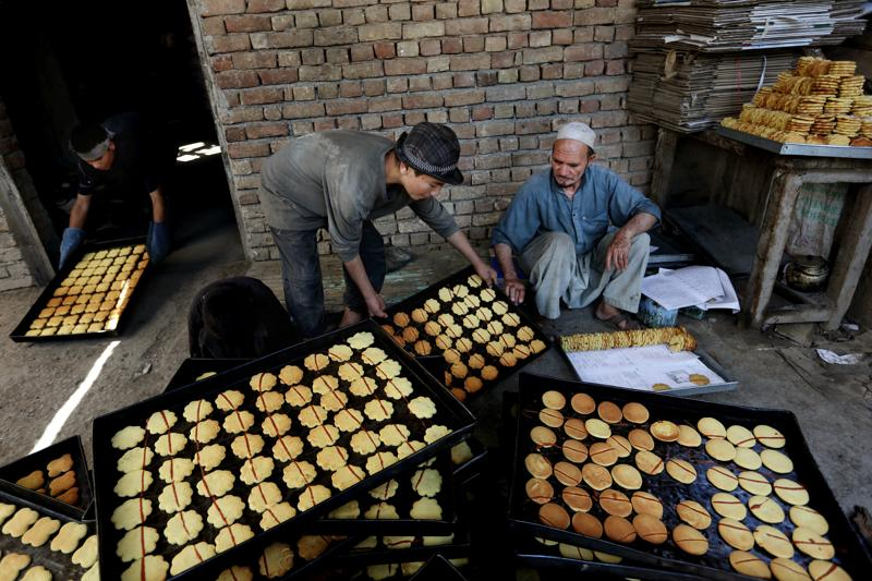 Afghan vendors prepare sweets at a traditional bakery for the upcoming Eid al-Fitr holiday to mark the end of the holy fasting month of Ramadan, in the old part of Kabul, Afghanistan, Sunday, July 3, 2016. (AP)