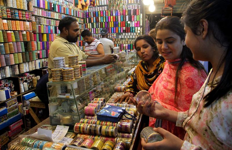 Pakistani girls buy traditional bangles for the upcoming Eid al-Fitr holiday to mark the end of the holy fasting month of Ramadan in Karachi, Pakistan. (AP)