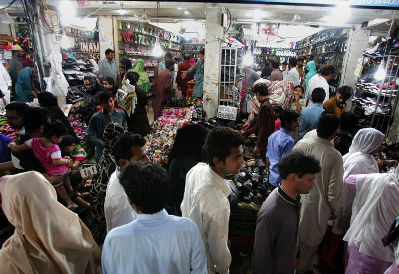 Pakistani families visit a market to buy clothes, shoes and other goods for the upcoming Eid al-Fitr holiday that marks the end of the Islamic fasting month of Ramadan, in Islamabad, Pakistan, Sunday, July 3, 2016.  (AP)